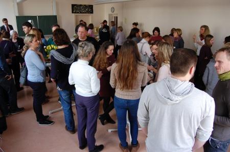 Das Kollegium feiert gemeinsam mit Sabine Zecha
